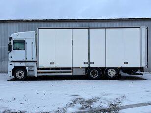 xe tải thùng kín RENAULT MAGNUM 520.26